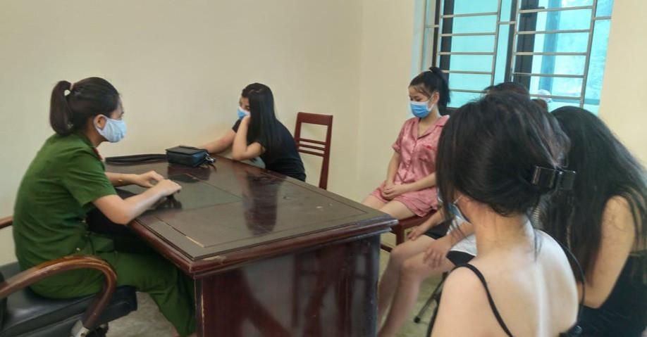 11 nam nữ bay lắc trong quán karaoke ở Yên Bái-2