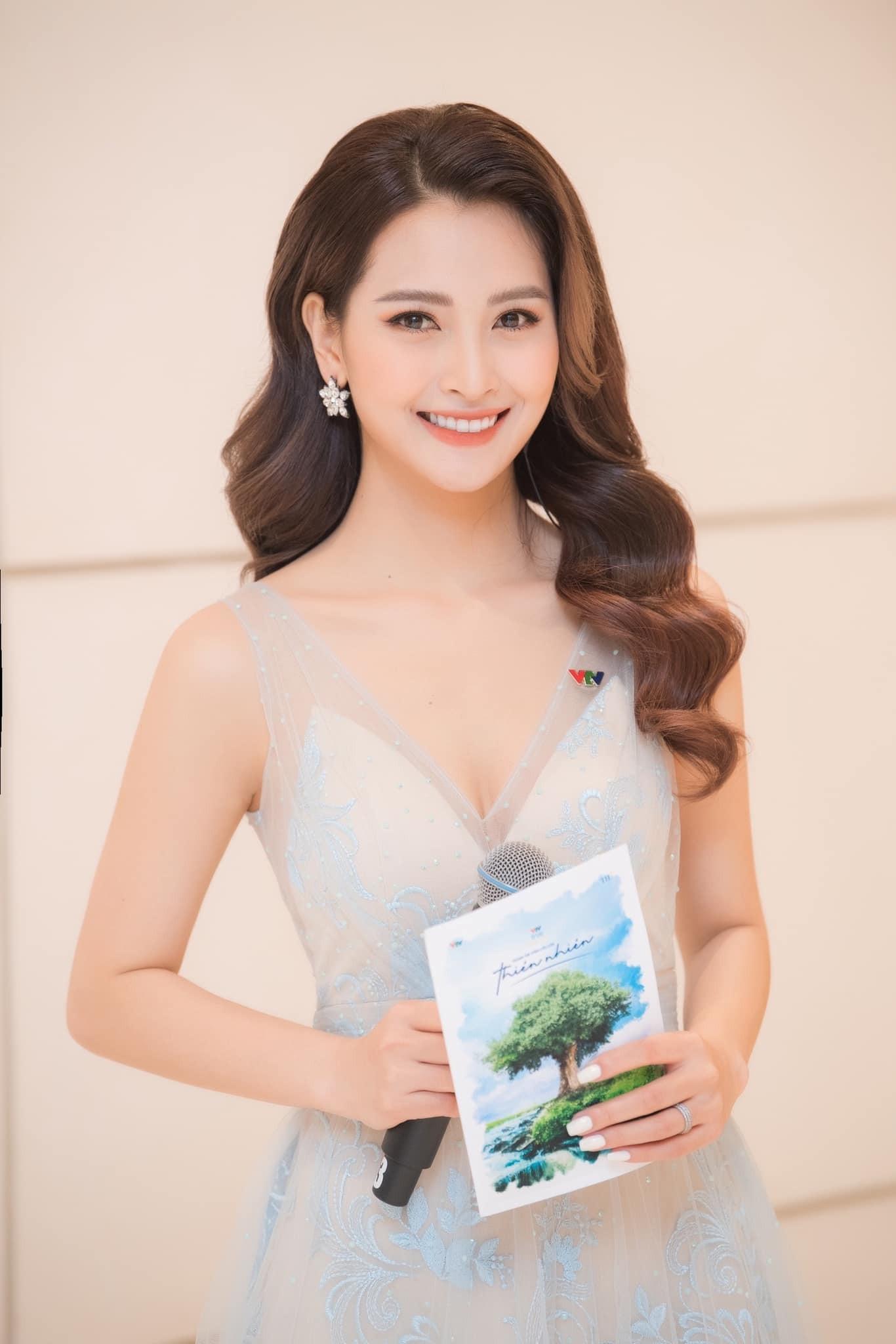 MC Huyền Trang VTV: Tôi từng bị phạt không lên sóng một tháng-3