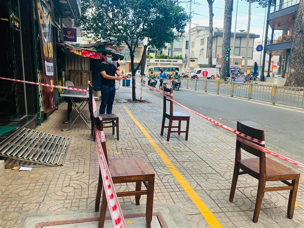 Hàng nghìn xuất cơm gà được phát miễn phí giữa lòng Sài Gòn-7