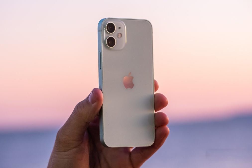 Apple ngừng sản xuất iPhone 12 Mini vì quá ế ẩm-1