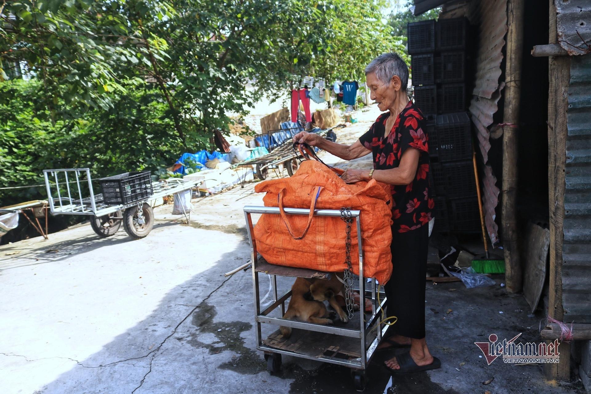 Người già lay lắt trong nắng nóng đỉnh điểm ở xóm lao động nghèo Hà Nội-8