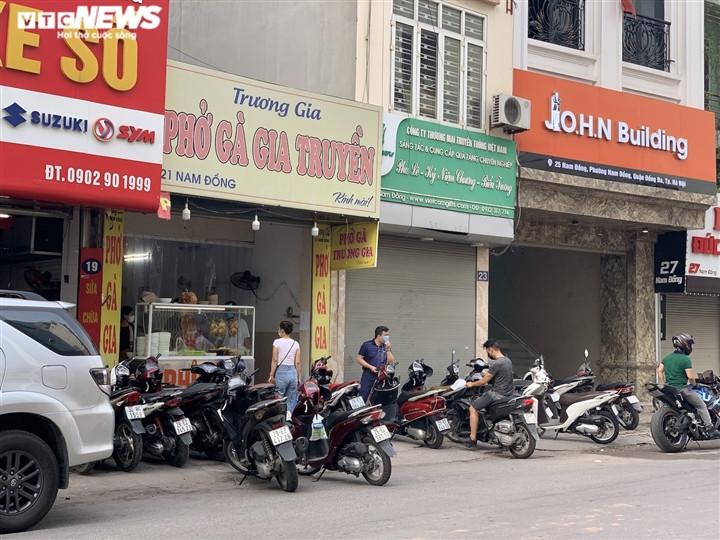 Quán bún, phở Hà Nội đông chật khách trong buổi sáng đầu tiên mở cửa trở lại-9
