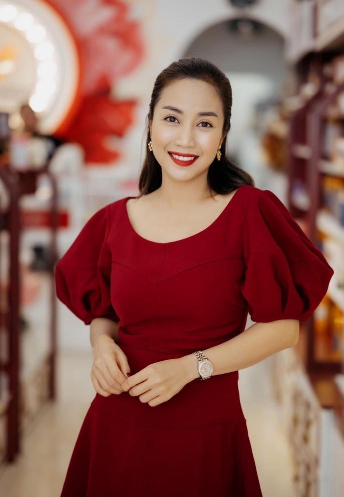 Sao Việt 22/6; BTV Hoài Anh thời sự 19h đẹp sắc nét tuổi 41-14