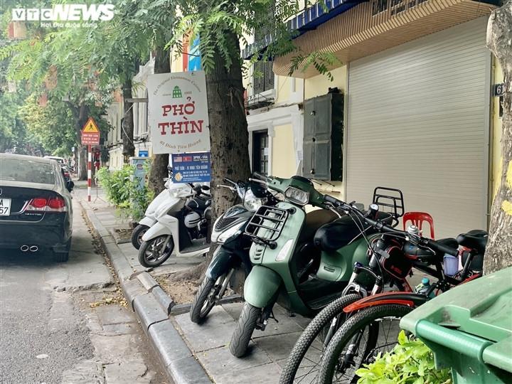 Quán bún, phở Hà Nội đông chật khách trong buổi sáng đầu tiên mở cửa trở lại-2