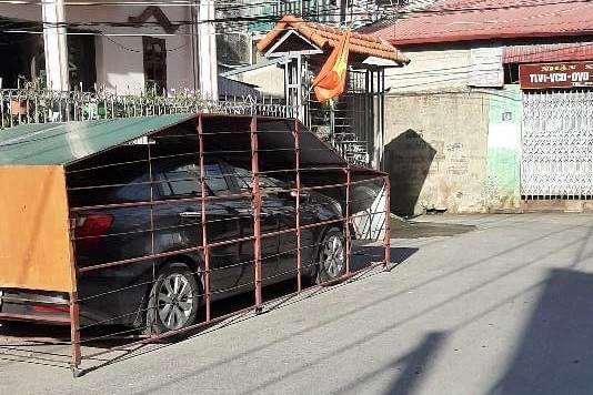 Làm chuồng cọp cho ô tô ở góc đường, chủ xe nhận nhiều ý kiến trái chiều-2