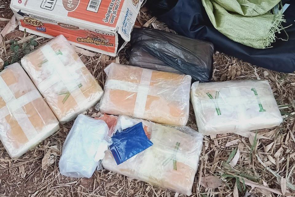 Bắt giữ đối tượng người Lào vận chuyển 38.000 viên ma túy qua biên giới-2