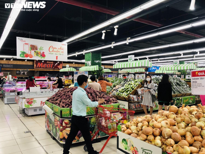 Ảnh: Hàng hóa chất đầy kệ, người Sài Gòn không cần lo thiếu thực phẩm - 9