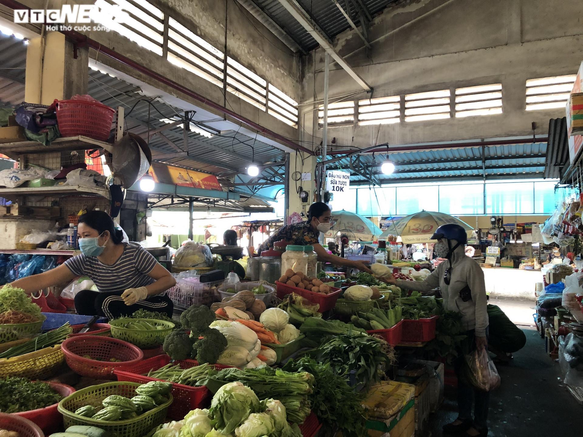 Ảnh: Hàng hóa chất đầy kệ, người Sài Gòn không cần lo thiếu thực phẩm - 4