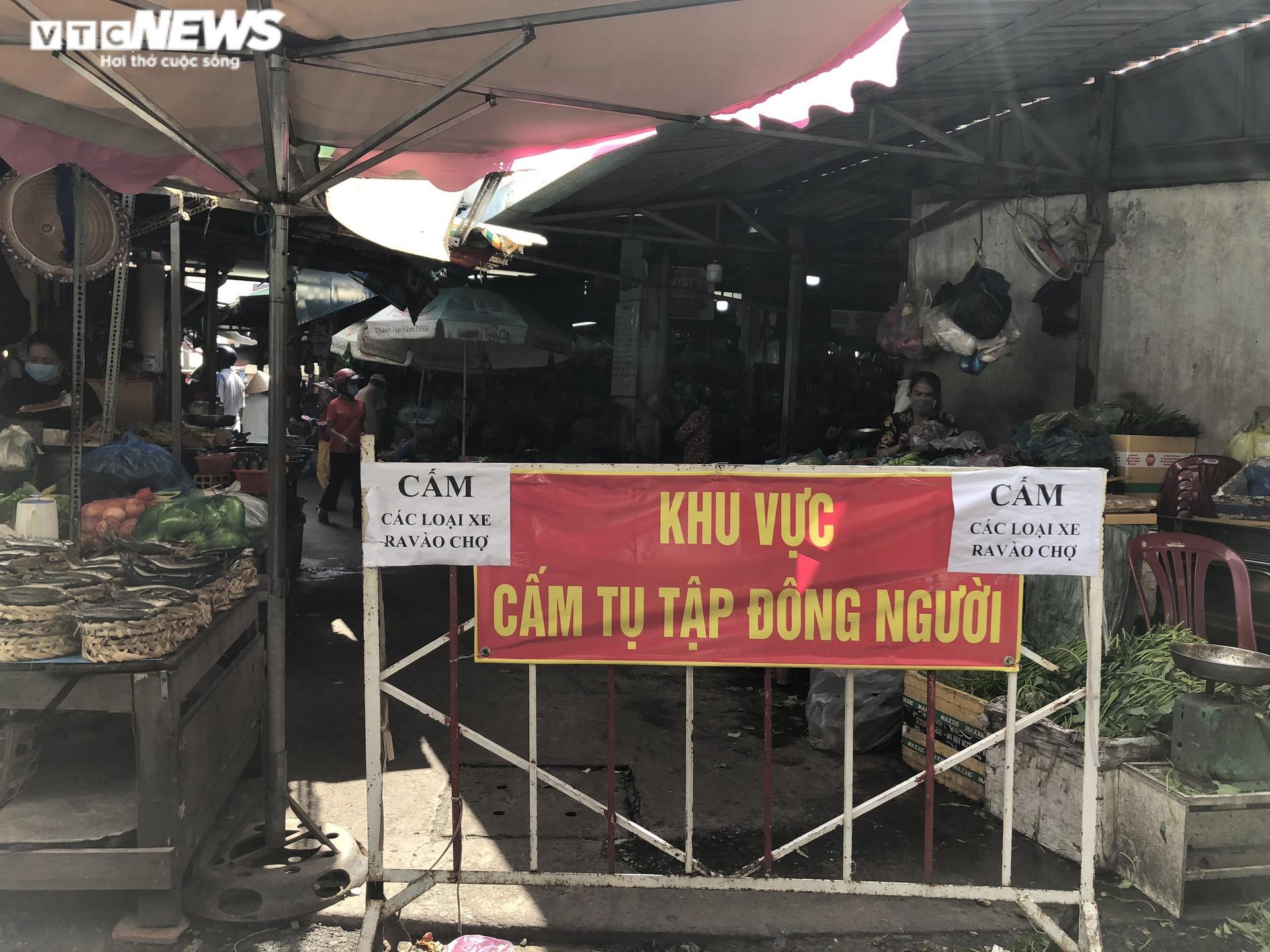 Ảnh: Hàng hóa chất đầy kệ, người Sài Gòn không cần lo thiếu thực phẩm - 1