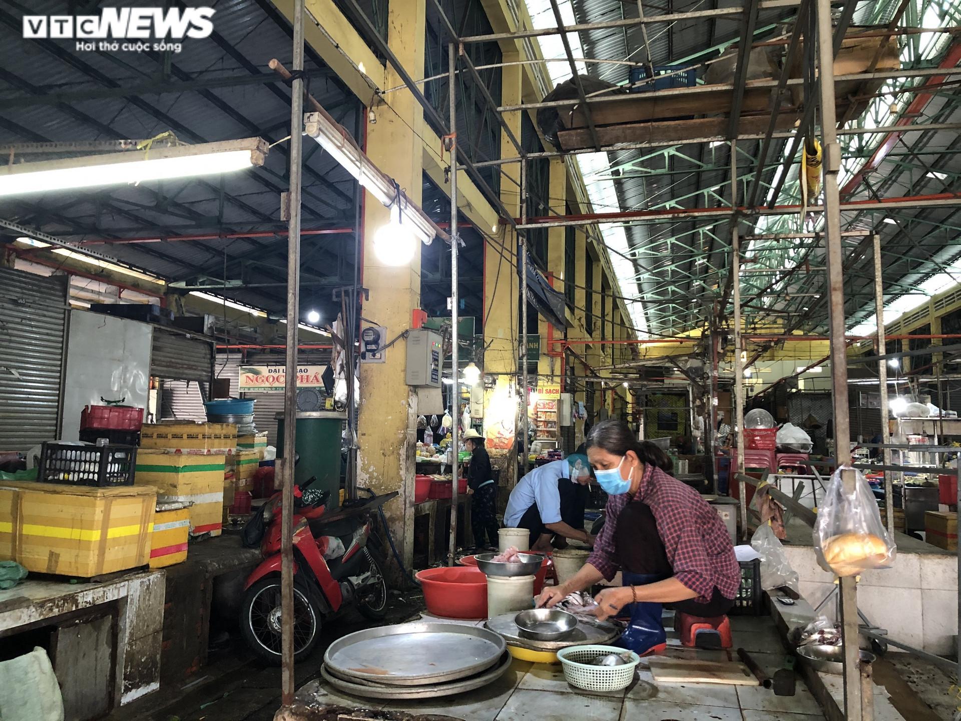 Ảnh: Hàng hóa chất đầy kệ, người Sài Gòn không cần lo thiếu thực phẩm - 5