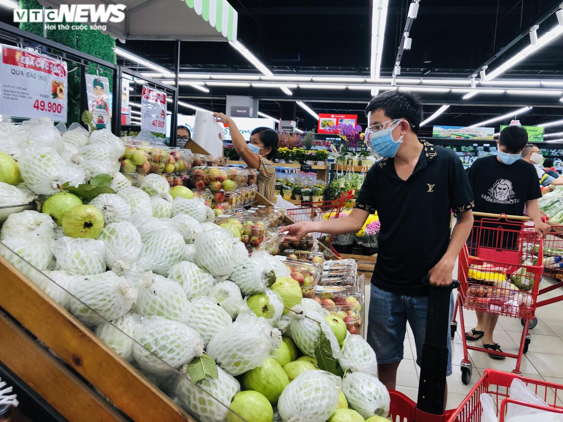 Ảnh: Hàng hóa chất đầy kệ, người Sài Gòn không cần lo thiếu thực phẩm - 7