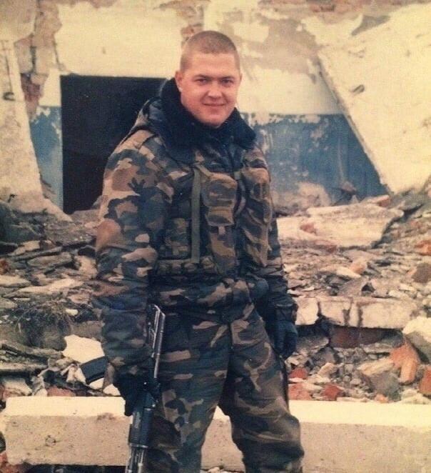 Đại úy Nga ra quân, chọn nghề làm móng cho chị em-1