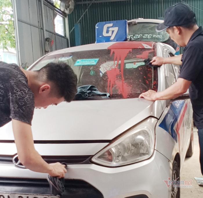 Hành vi tạt sơn lên taxi ở Linh Đàm có thể bị phạt tù đến 20 năm-2