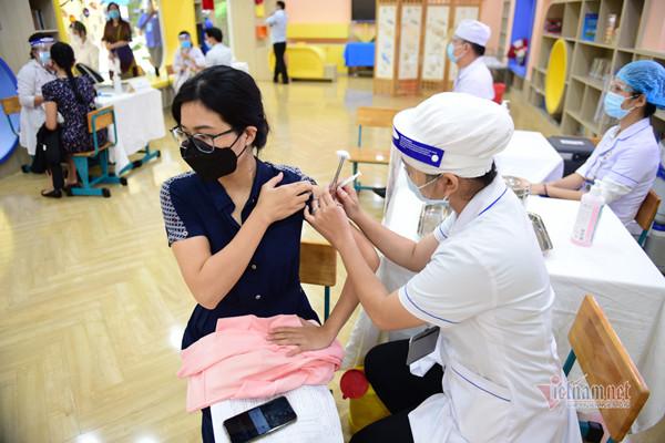 Bộ Y tế hoả tốc yêu cầu TP.HCM đẩy nhanh tốc độ tiêm vắc xin Covid-19-1