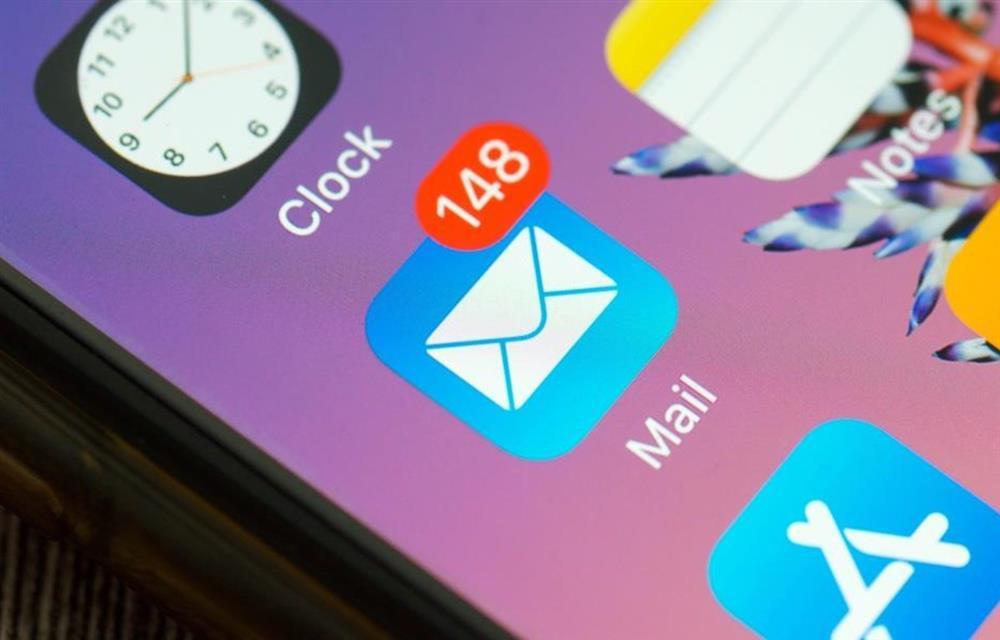 Apple sẽ thay đổi cách hoạt động của email trên iOS mới-1