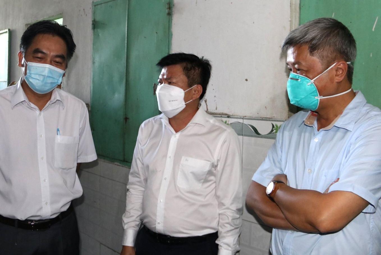 Thứ trưởng Bộ Y tế: Sẽ kiến nghị tăng cường vắc xin cho Bình Dương-2