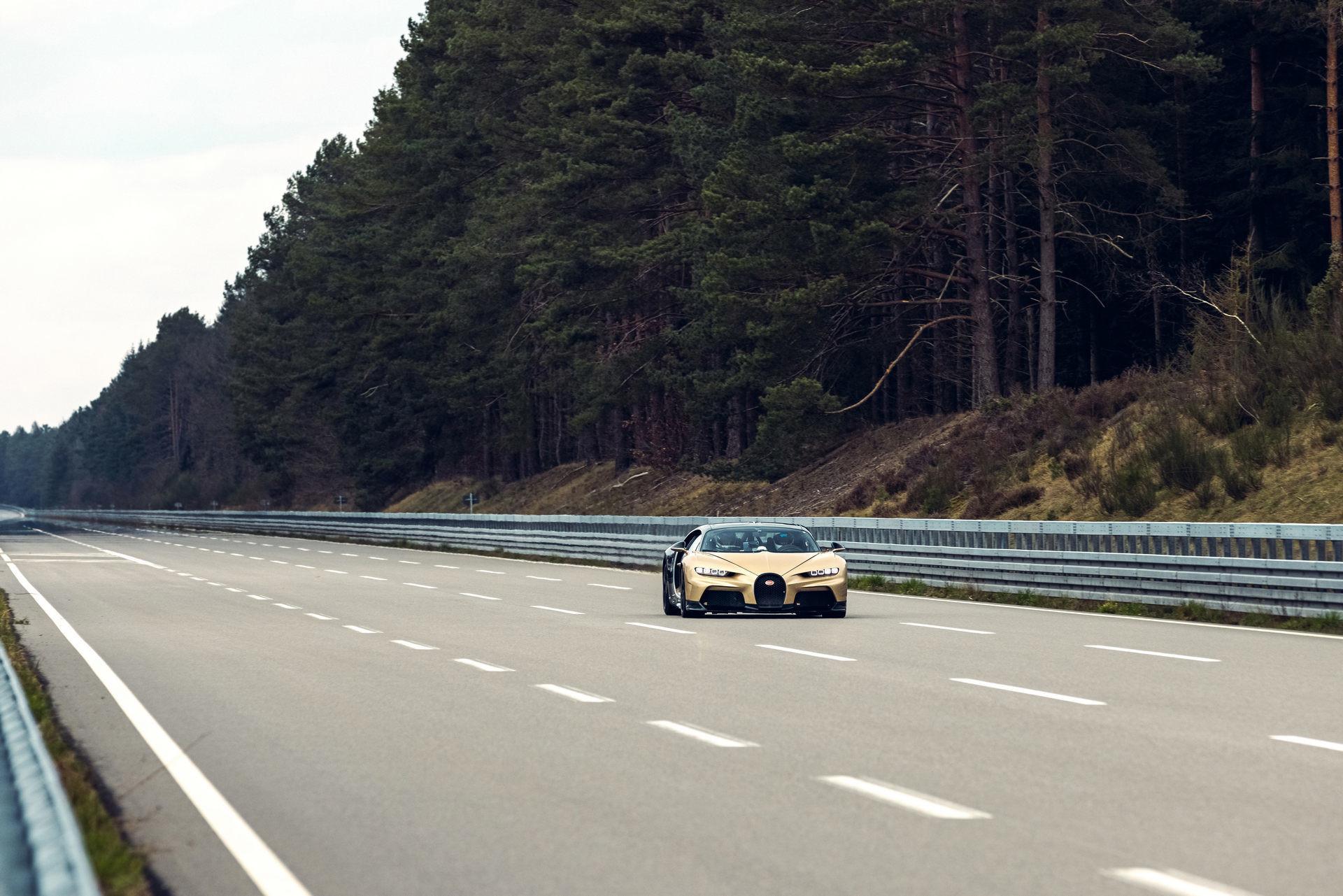 Hé lộ hình ảnh siêu xe Bugatti đang chạy thử với tốc độ 440 km/h-7