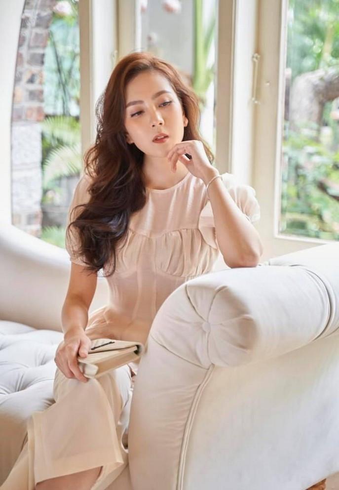 Sao Việt 24/6; MC Mai Ngọc đẹp tinh khôi trong khoảnh khắc đời thường-2