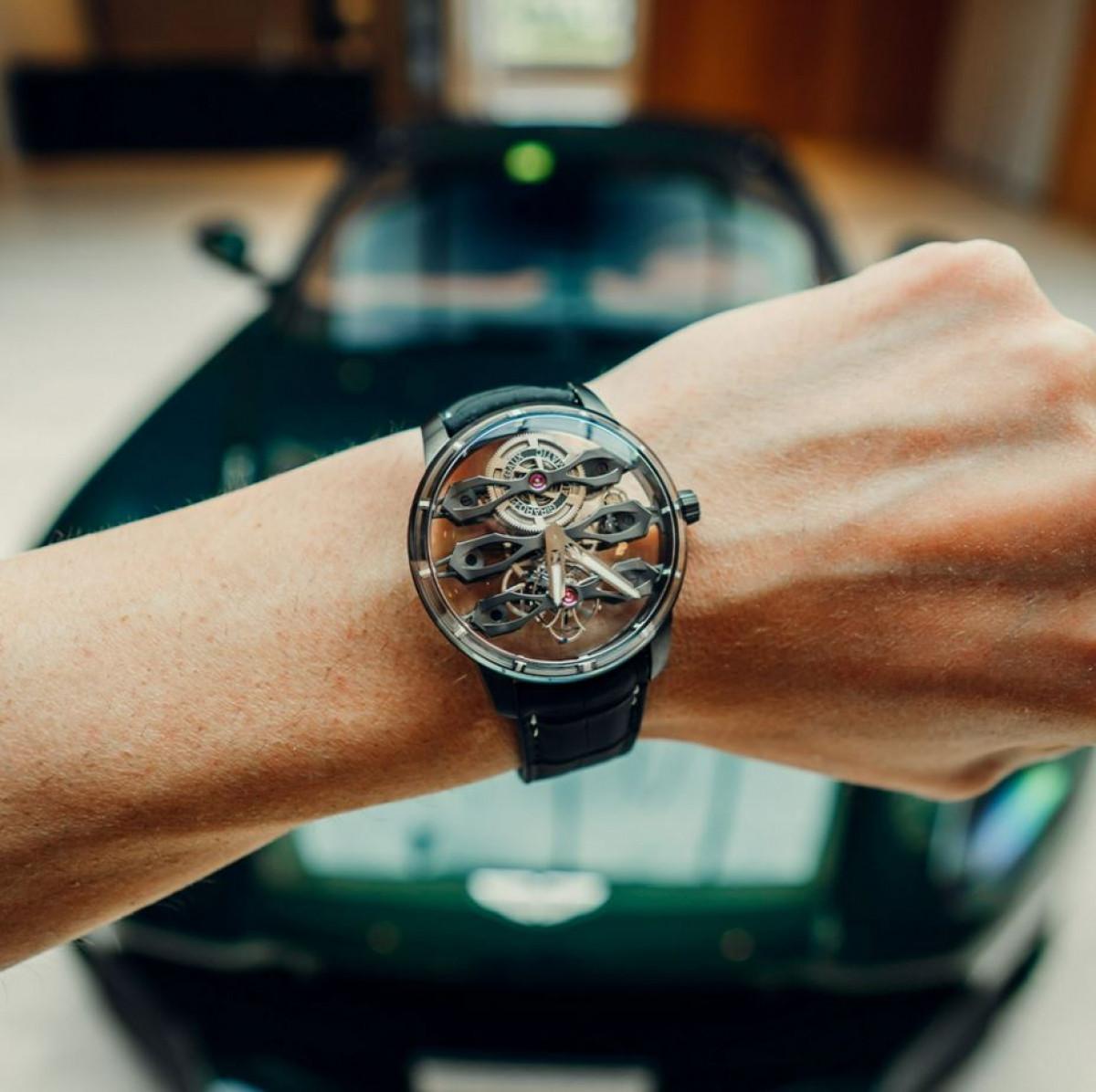 Aston Martin ra mắt mẫu đồng hồ giá hơn 3 tỷ đồng-1