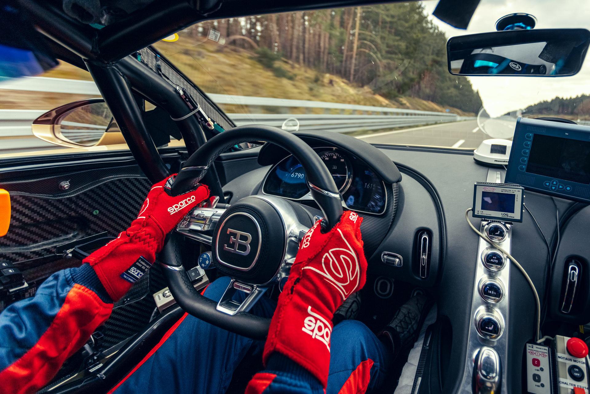 Hé lộ hình ảnh siêu xe Bugatti đang chạy thử với tốc độ 440 km/h-3