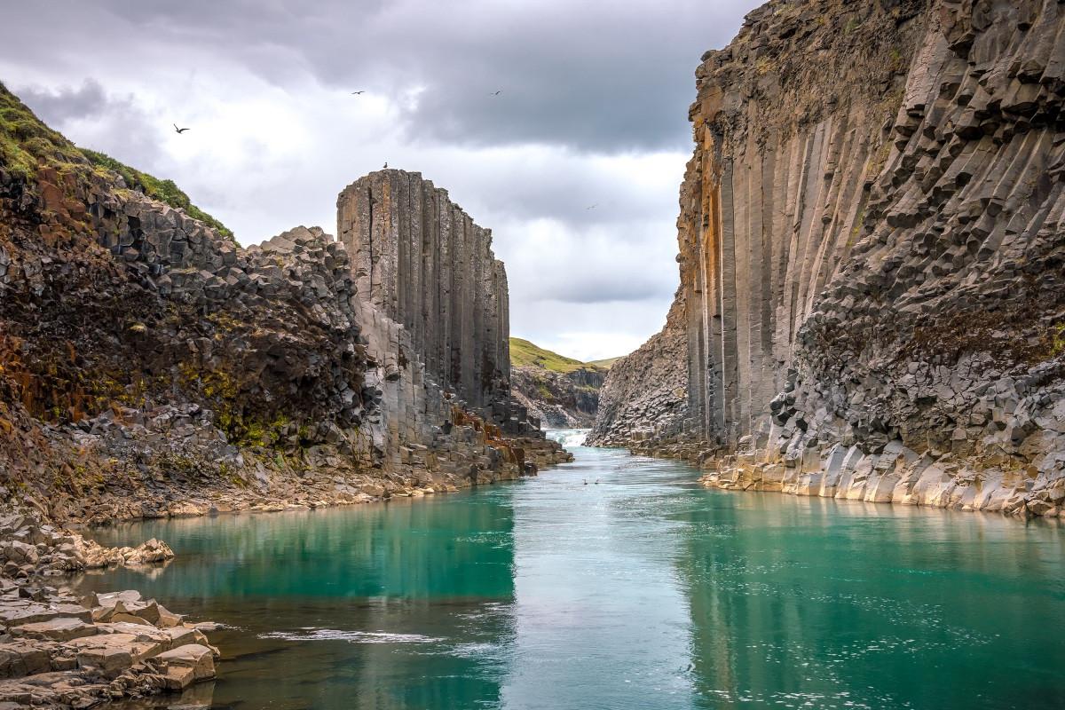 Những cột đá tự nhiên kỳ lạ ở đất nước của băng và lửa-2
