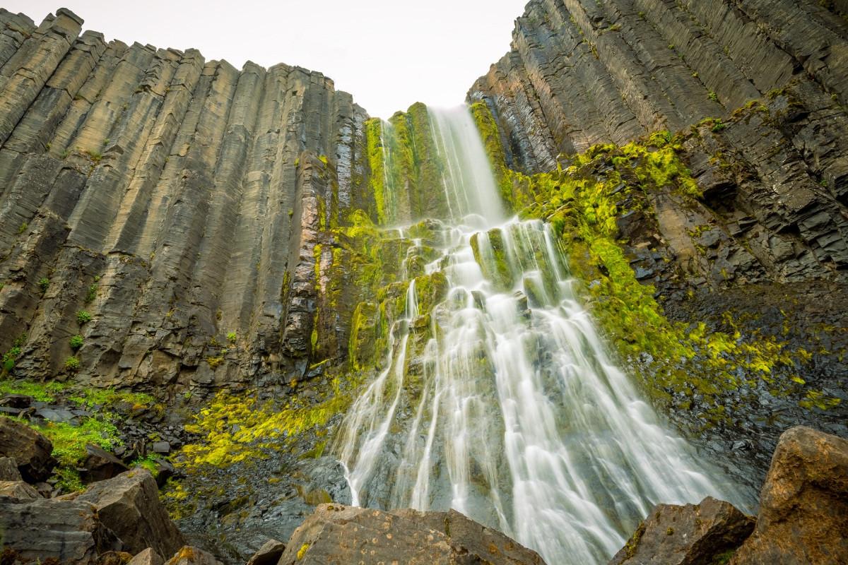 Những cột đá tự nhiên kỳ lạ ở đất nước của băng và lửa-7