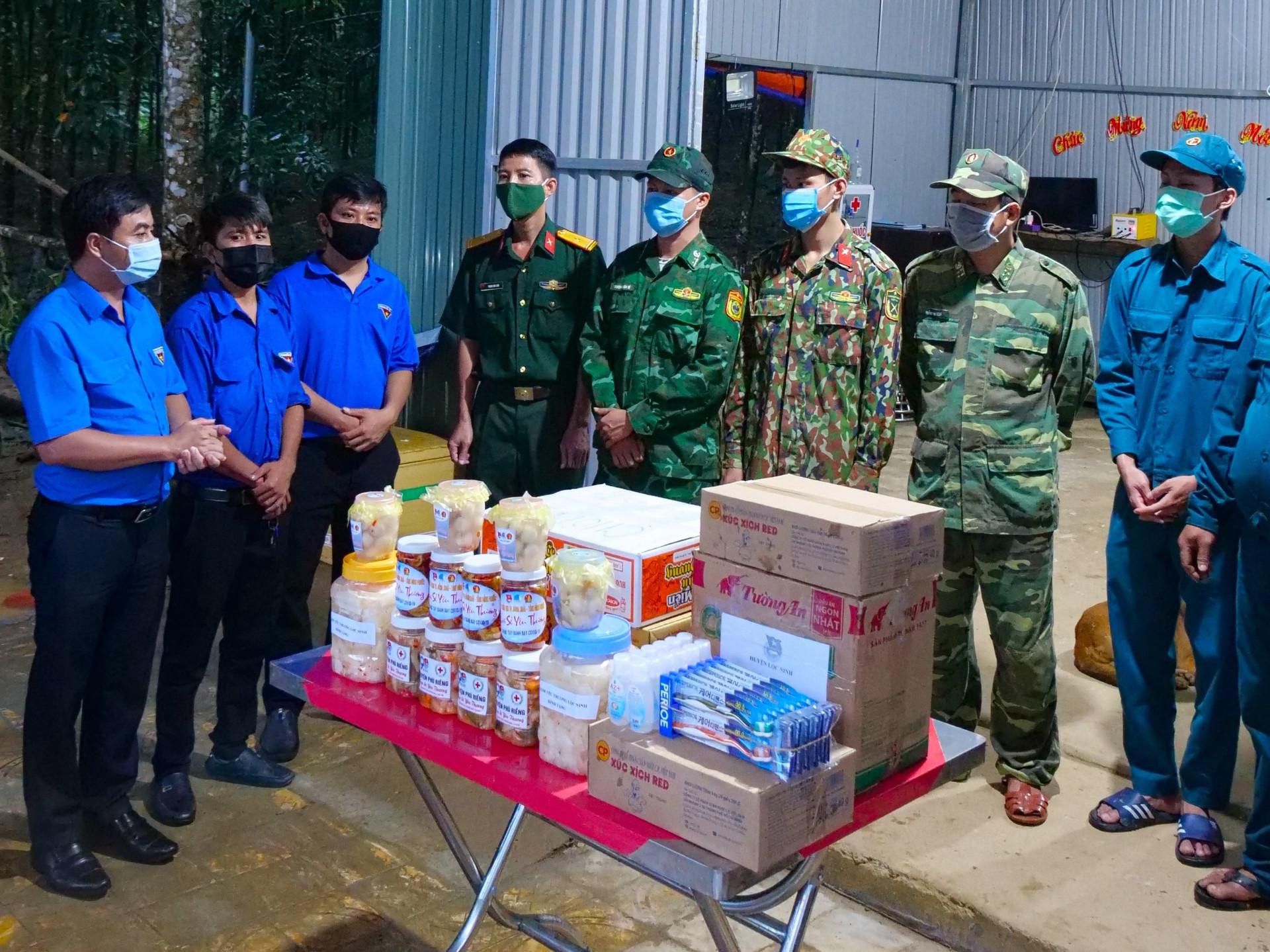 Thanh niên Bình Phước làm những món ăn dân dã tiếp sức lực lượng chống dịch-7
