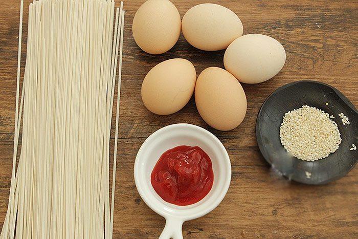 Mì nấu nước ăn mãi cũng chán, đem nướng kiểu này được món ăn sáng sang như nhà hàng-1