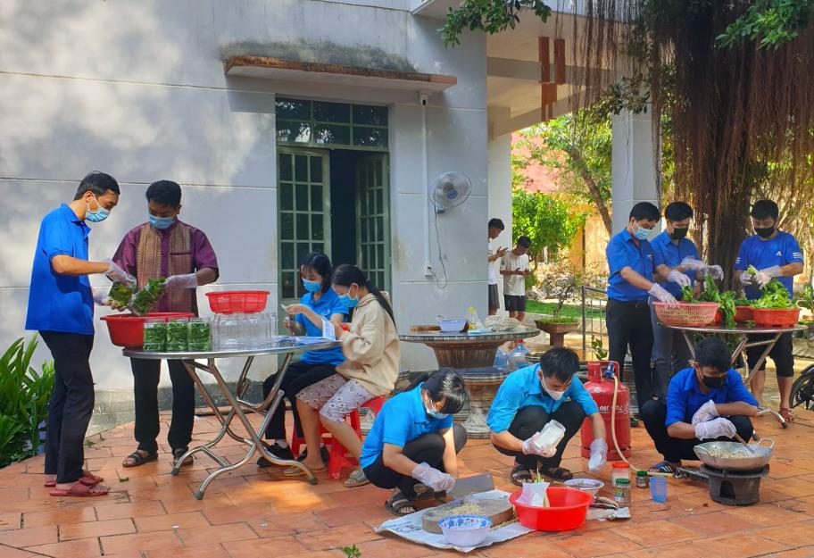 Thanh niên Bình Phước làm những món ăn dân dã tiếp sức lực lượng chống dịch-3