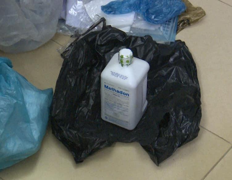 Hai cán bộ CDC tuồn Methadone ra ngoài bán cho các con nghiện-2