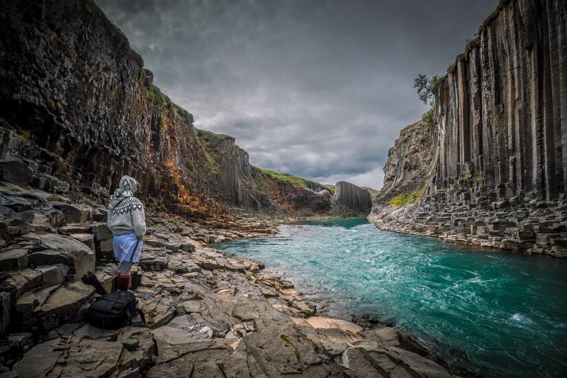 Những cột đá tự nhiên kỳ lạ ở đất nước của băng và lửa-1