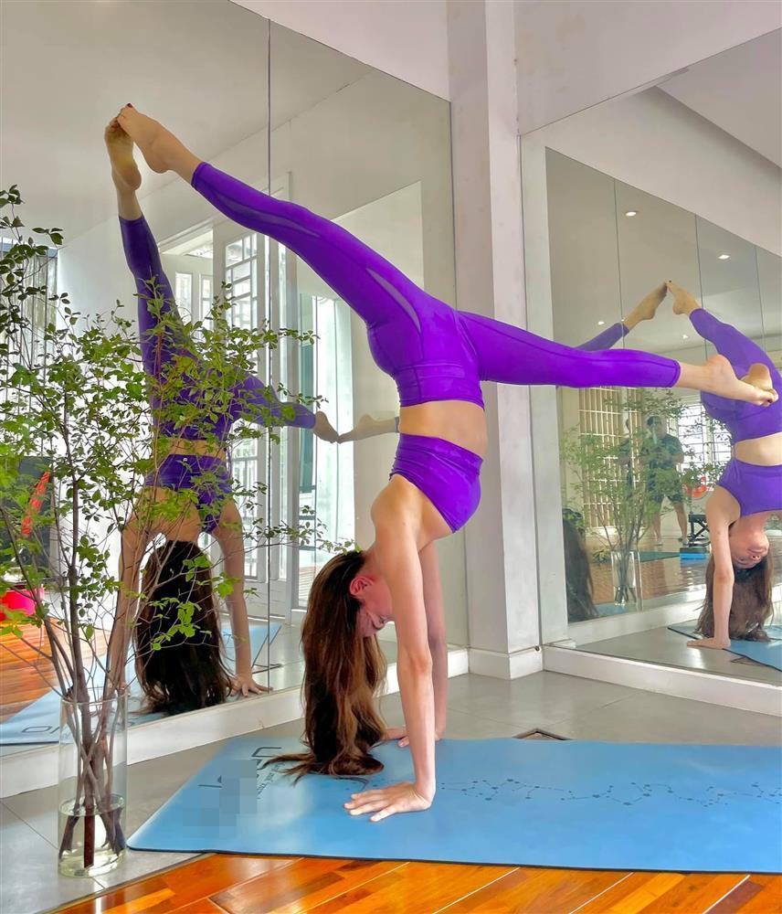 Bị soi bụng mỡ, Hồ Ngọc Hà dằn mặt bằng loạt hình yoga với Leon-7