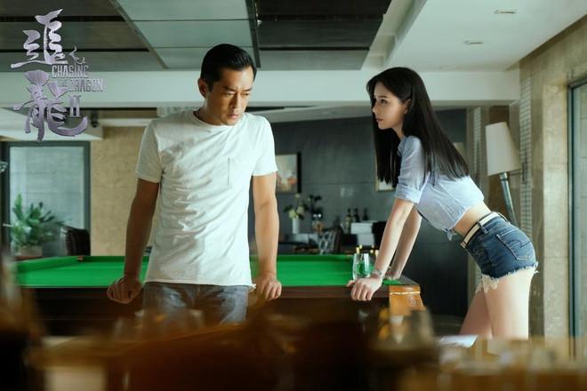 Vẻ nóng bỏng của nàng Chu Chỉ Nhược được so sánh với biểu tượng gợi cảm Hong Kong-4