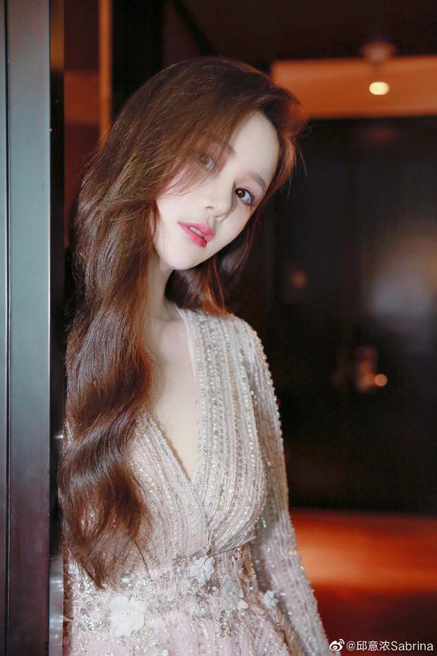 Vẻ nóng bỏng của nàng Chu Chỉ Nhược được so sánh với biểu tượng gợi cảm Hong Kong-7