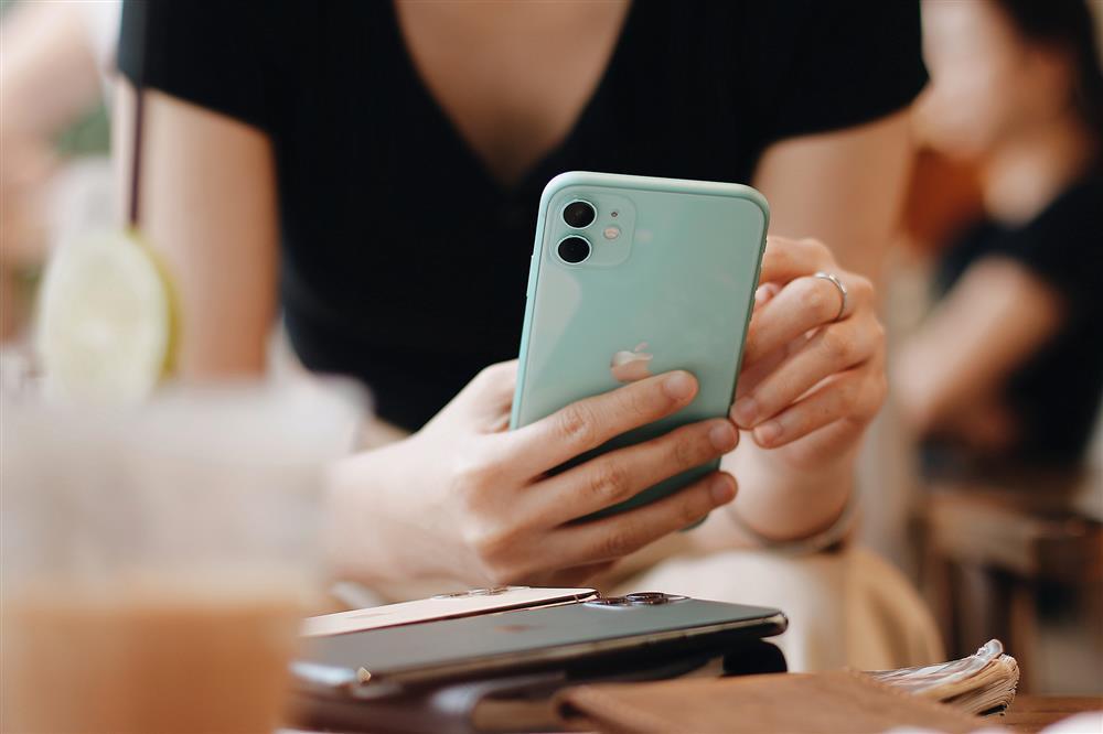 iPhone 11, iPhone 12 và 12 mini giảm giá mạnh, chỉ còn từ 14,99 triệu đồng-1