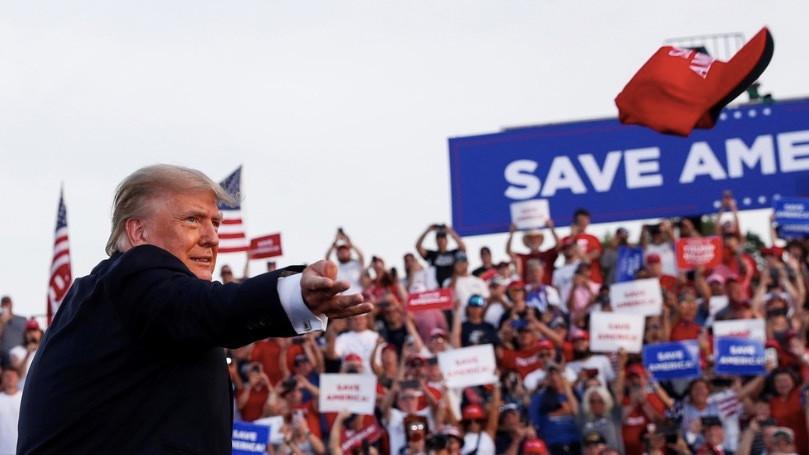Ông Trump tái xuất, chế nhạo truyền thông, chê chính quyền mới-1