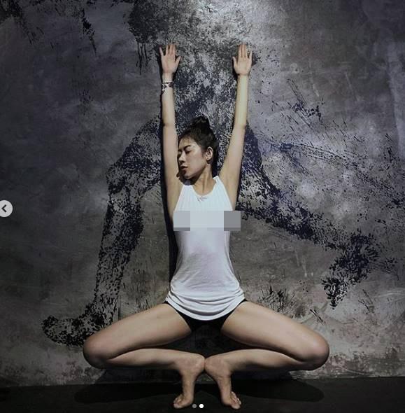 Người đẹp tạp chí đàn ông Maxim Hàn Quốc diện đồ trễ nải dạy yoga - 11