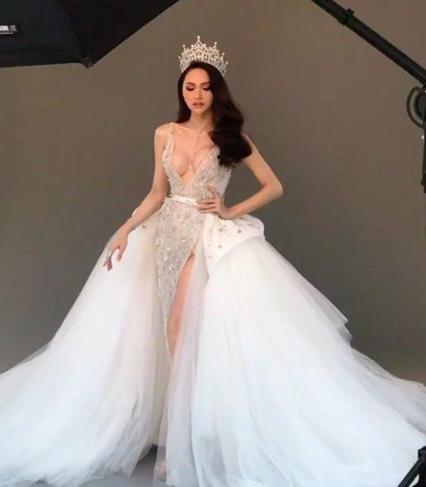 bộ ngực nhân tạo nóng bỏng của Hoa hậu Hương Giang 1