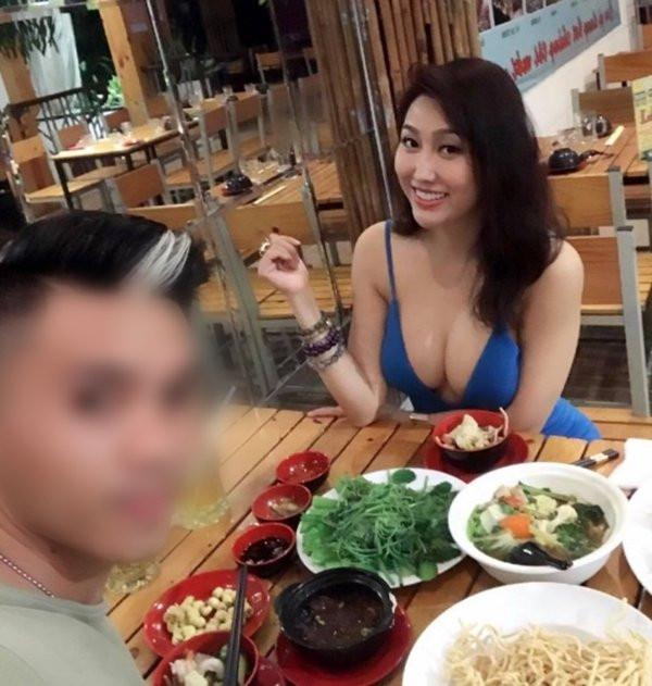 Phi Thanh Vân cuồng khoe ngực