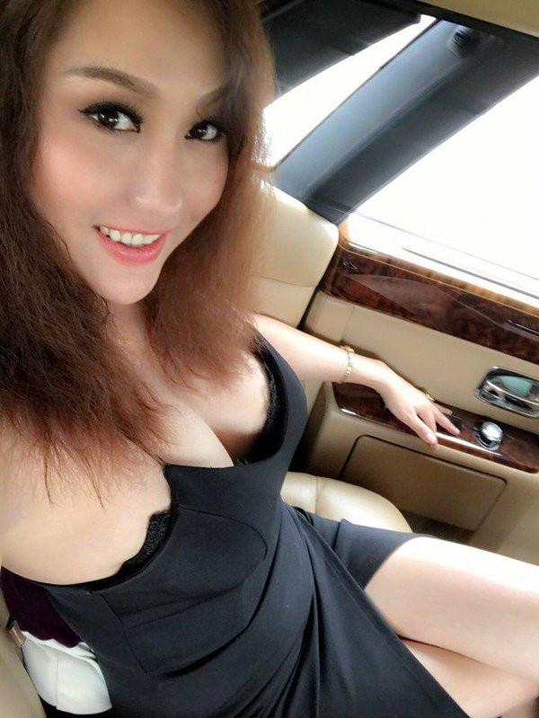 Phi Thanh Vân cuồng khoe ngực 2