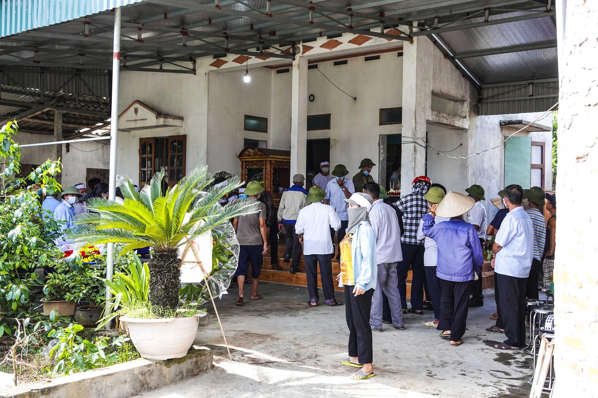 Vụ thảm án ở Thái Bình: Đám tang vội của 3 nạn nhân khiến nhiều người xót xa-7