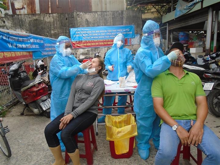 Tìm người từng đến quán trà sữa và chợ Hòa Hưng ở TP.HCM-1