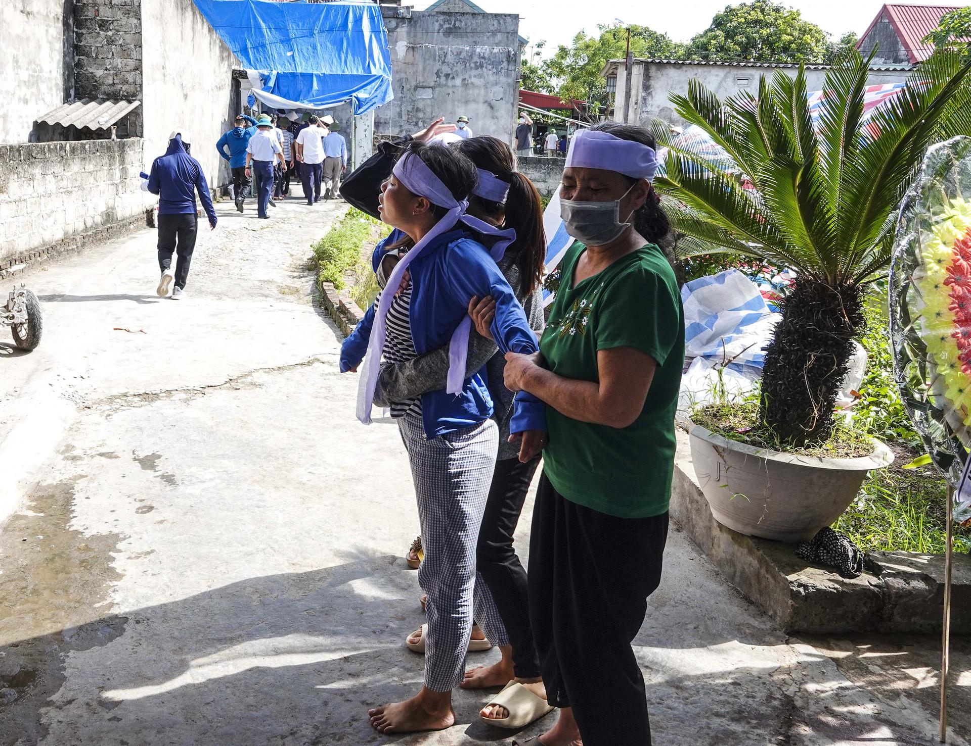 Vụ thảm án ở Thái Bình: Đám tang vội của 3 nạn nhân khiến nhiều người xót xa-8