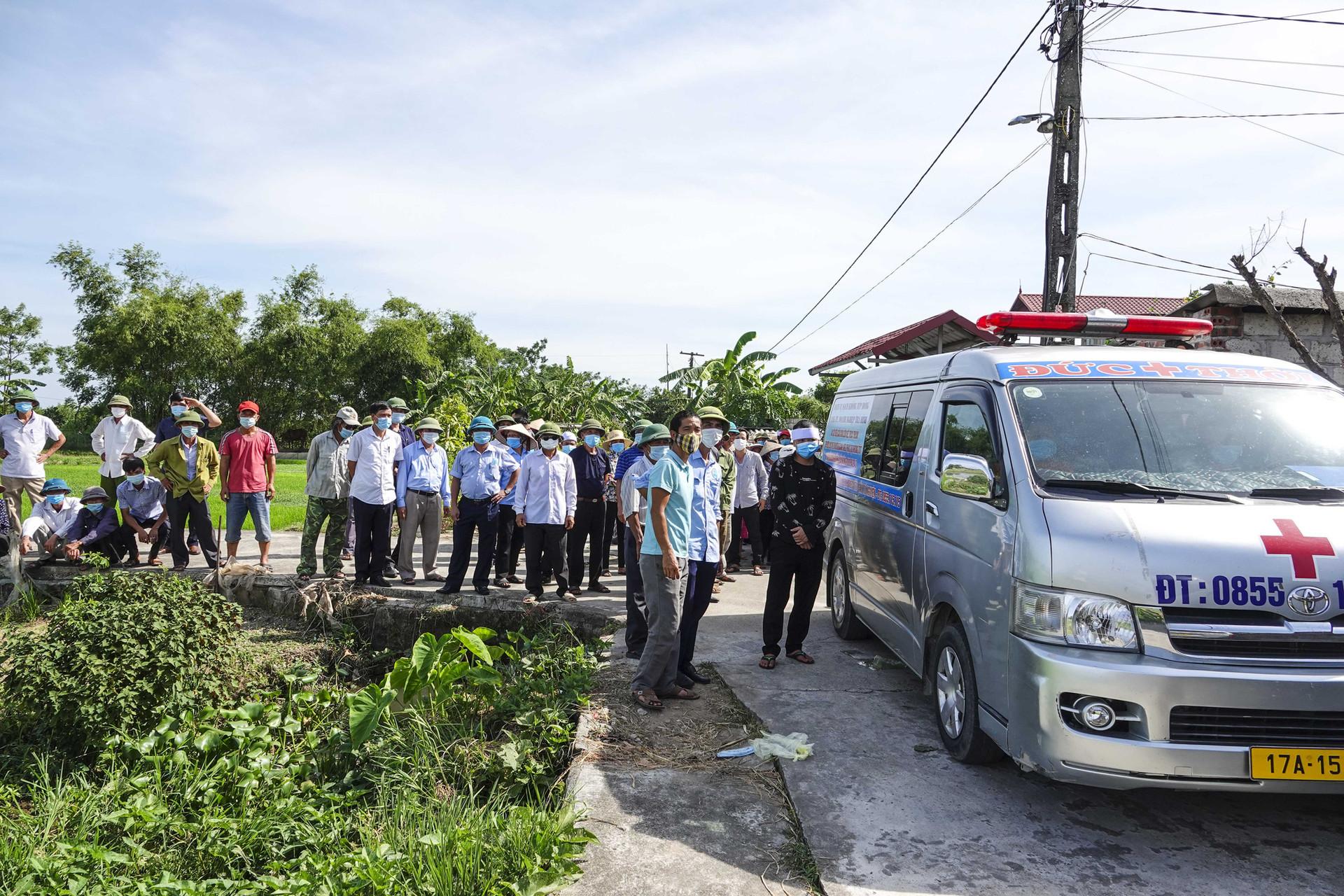 Vụ thảm án ở Thái Bình: Đám tang vội của 3 nạn nhân khiến nhiều người xót xa-1