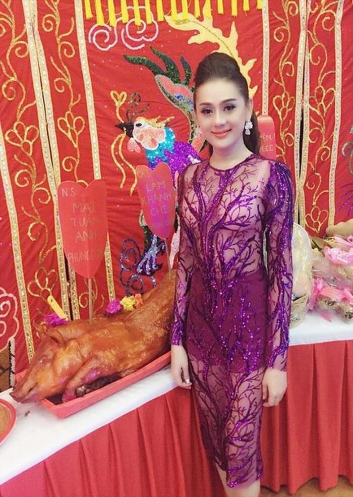 Những chiếc váy đúng người, sai thời điểm, nhiều sao Việt vì yêu cứ đâm đầu-10