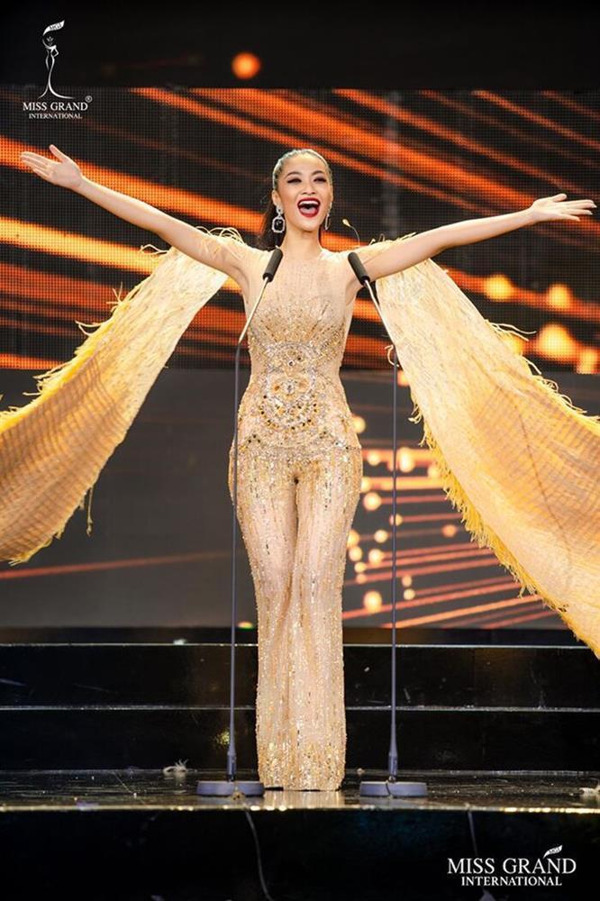 Những chiếc váy đúng người, sai thời điểm, nhiều sao Việt vì yêu cứ đâm đầu-3