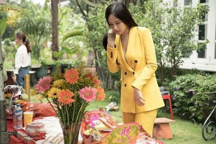 Những chiếc váy đúng người, sai thời điểm, nhiều sao Việt vì yêu cứ đâm đầu-8