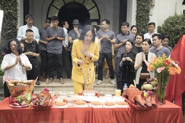 Những chiếc váy đúng người, sai thời điểm, nhiều sao Việt vì yêu cứ đâm đầu-9