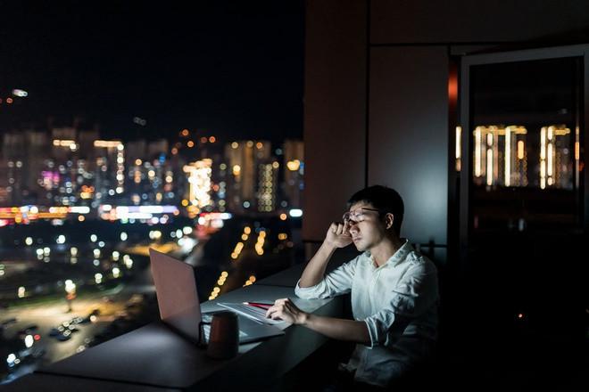Làm việc đến kiệt sức, nhiều người trẻ Trung Quốc trụy tim, đột tử - 1