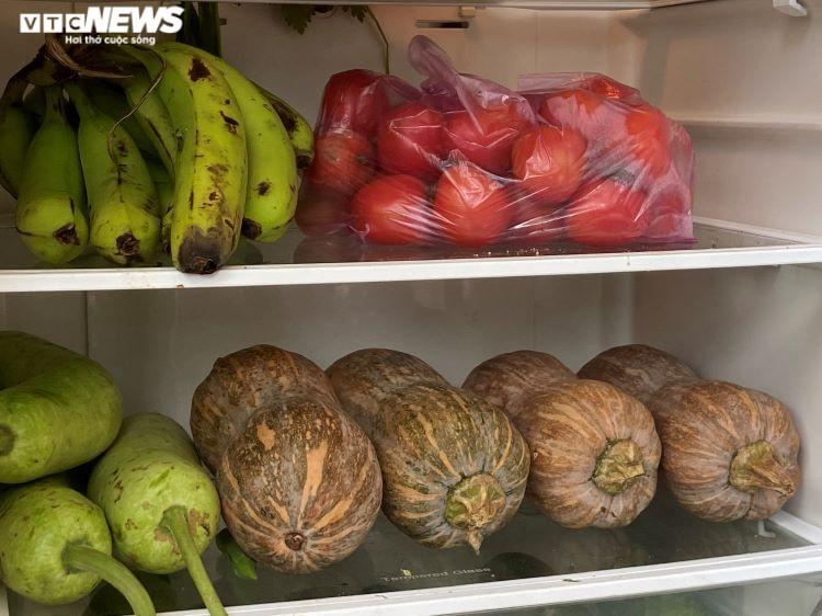 'Tủ lạnh cộng đồng' ấm tình người ở tâm dịch TP.HCM: Nếu thiếu cứ lấy tự nhiên - 2